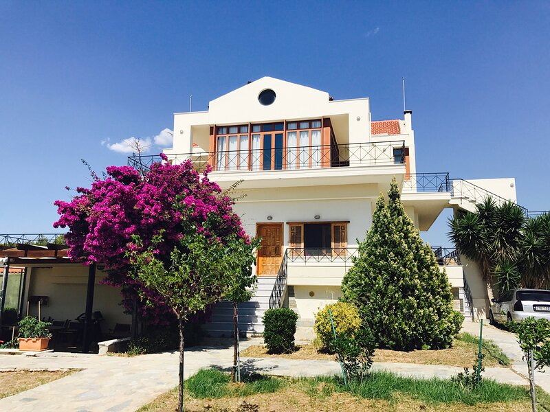 Charming Sea View Loft, location de vacances à Psatha