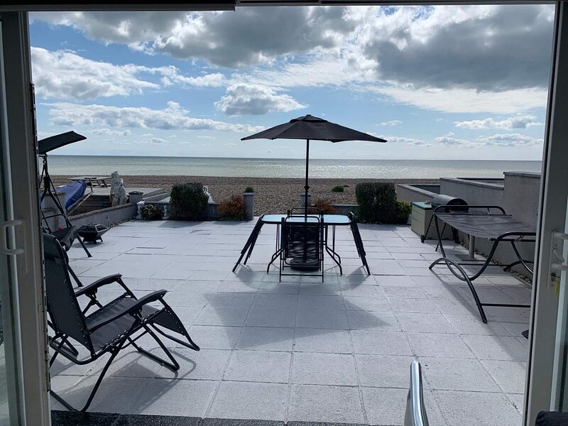 Direct Beach Access Modern Bungalow Views Across The English Channel, holiday rental in Pevensey