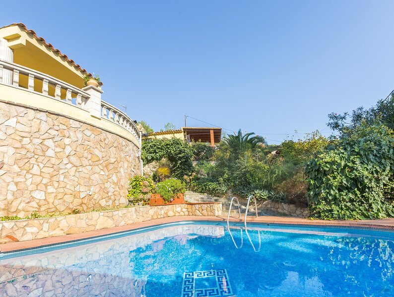Casa para 8 persona con piscina en Lloret de Mar, location de vacances à Mont Barbat