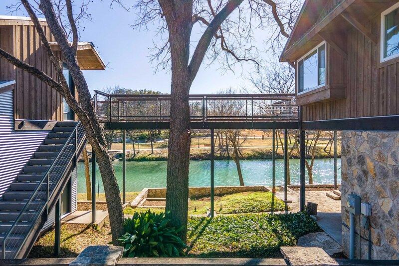 NEW! Riverfront Retreat 2 Blocks to Big Rocks Park, holiday rental in Glen Rose