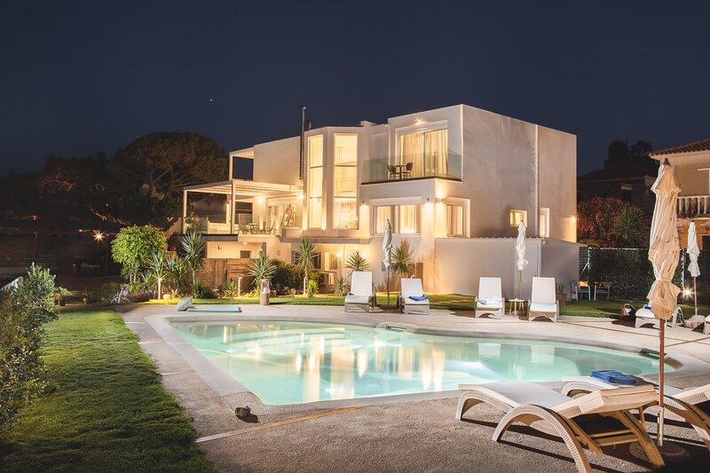 Niki's Luxury Villa - Seaview Villa!, location de vacances à Kyllini