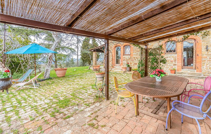 Beautiful home in Greve in Chianti with WiFi and 3 Bedrooms (ITC369), holiday rental in Strada in Chianti