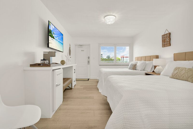 Boutique Hotel 2 Double Beds 1 Block from Beach!, holiday rental in Hillsboro Beach