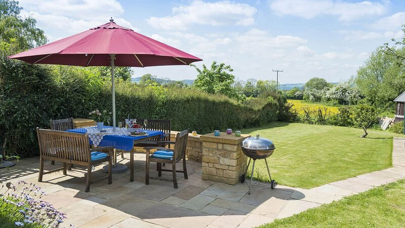Swallows Rest Cottage - A beautiful country house in a sleepy village. The garde, holiday rental in Snowshill Village