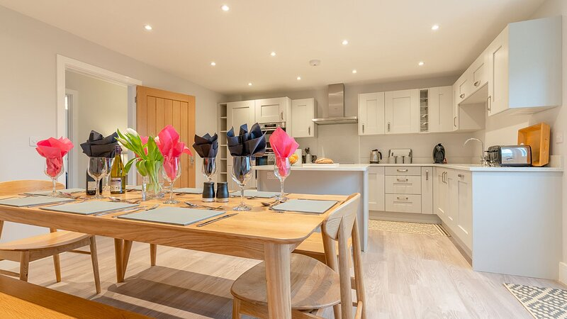 Maple House Near Chipping Campden - sleeps 9 guests  in 5 bedrooms, location de vacances à Stretton on Fosse