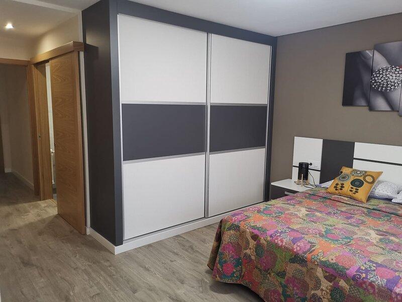 APTO ALHAHAMBRA   piso nuevo en centro de orense a 500 metros de las burgas, holiday rental in Nogueira de Ramuin