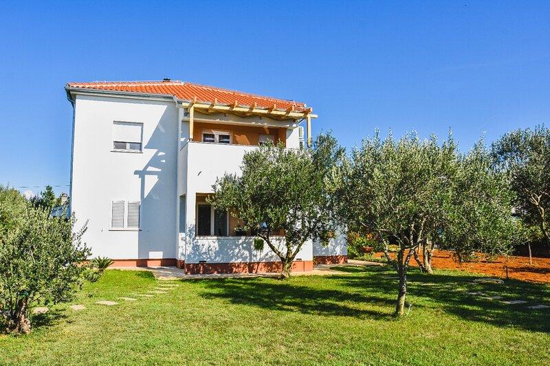 FRANE - family apartment A1 prizemlje(4+1) - Zaton (Zadar), location de vacances à Zaton