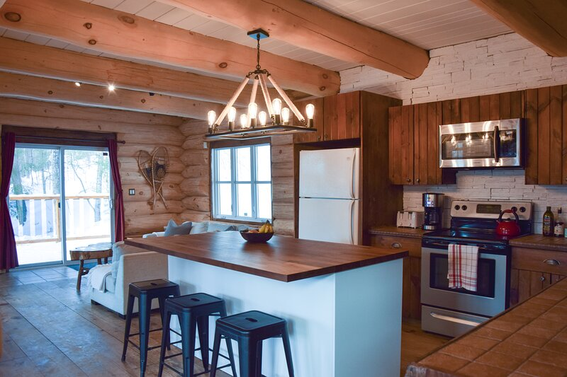 Fully open & equipped kitchen in the main living area