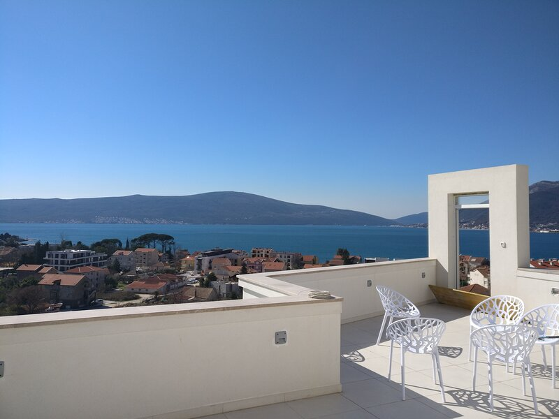 Luxury Penthouse sea view pool  IVY HOUSE  Tivat, vacation rental in Tivat Municipality