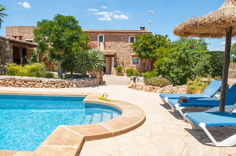 Tanca Nova framhouse for 8 persons between Calonge and Cala D´Or, holiday rental in Calonge