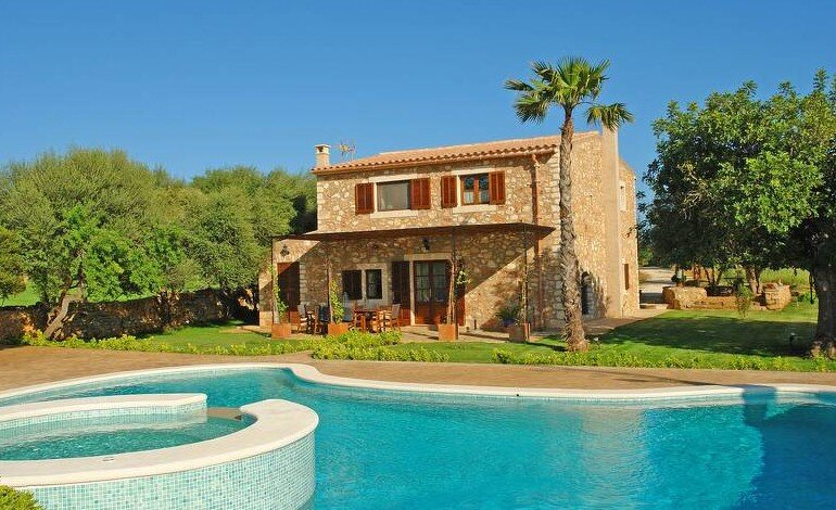 Rasmonet country house for 4 persons with spacius garden and jacuzzi, holiday rental in Felanitx