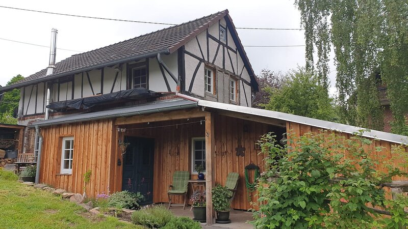 Ferienhaus 'Alter Backes' - denkmalgeschütztes Fachwerkhaus, alquiler de vacaciones en Nuembrecht