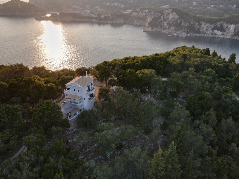 Sea view Villa with swimming pool - Close from the beaches, holiday rental in Doukades