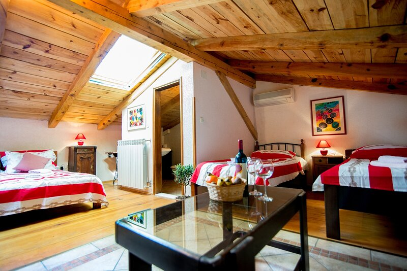 Agroturizam Bratulici - Istra - Quadruple Room with Free Breakfast, holiday rental in Bratulici
