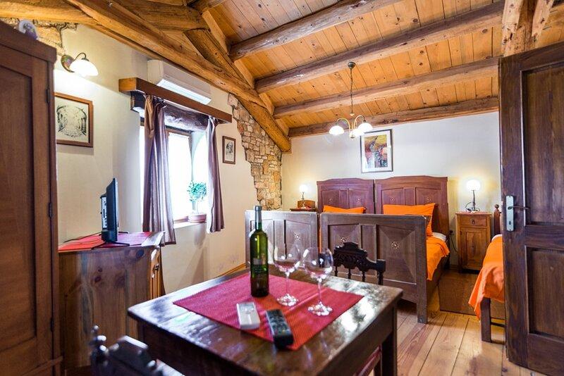 Agroturizam Bratulici - Rafaelo - Double Room with Free Breakfast, holiday rental in Bratulici