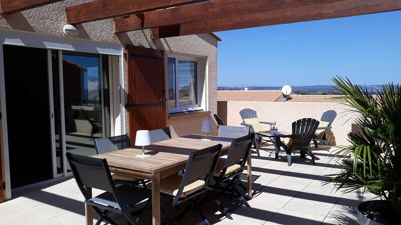 Spacious 2 Bed Appartment with,Outstanding Sea Views,Full aircon and Pools., vacation rental in Opoul-Perillos