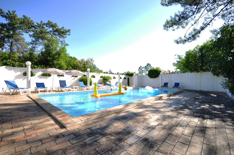 Fantastic vacation getaway, Private Tennis Court & Golf Practice Facility, holiday rental in Quinta do Lago