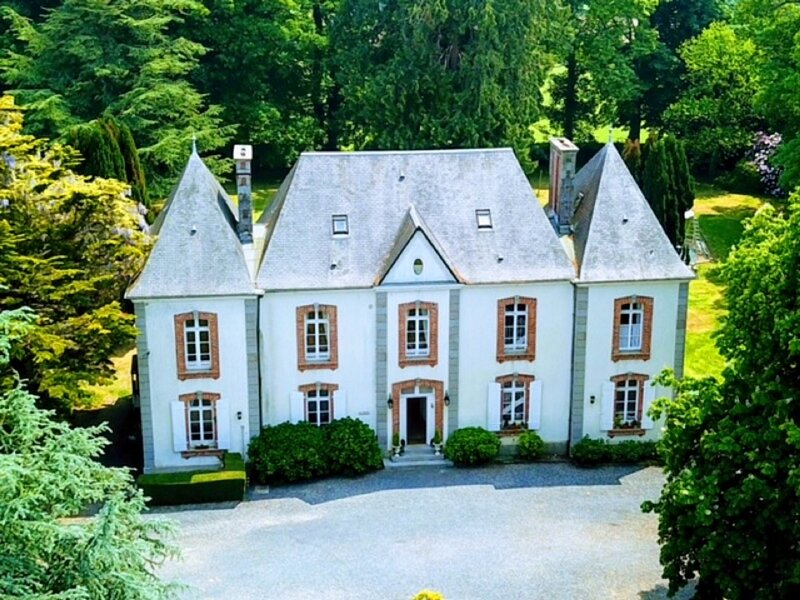 Charming Normandy chateau near D-Day beaches, Bayeux & Mont St Michel, holiday rental in Grimesnil