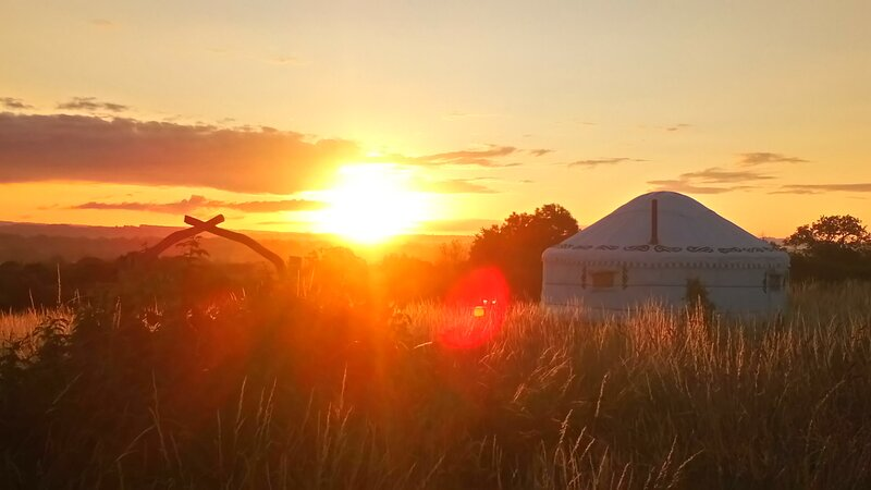 Boudica Yurt - Banbury Meadow Luxury Eco Friendly Glamping Glastonbury, location de vacances à Glastonbury