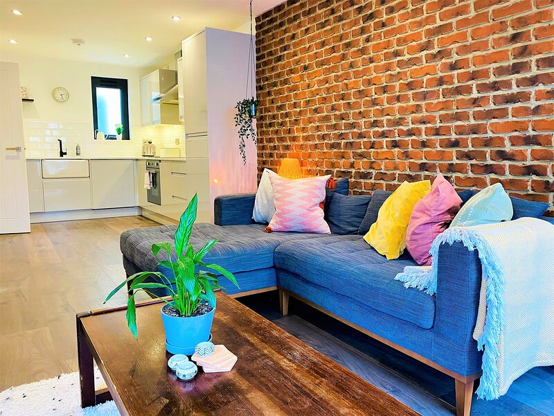 Your Apartment The Works - Your Apartment, holiday rental in Keynsham