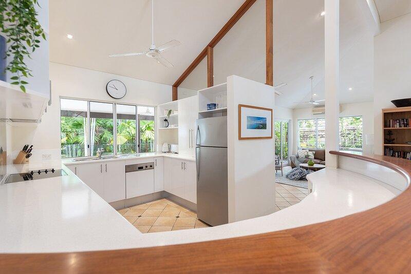 5 Solander Boulevard - 5 Bedroom House by the Beach, aluguéis de temporada em Port Douglas