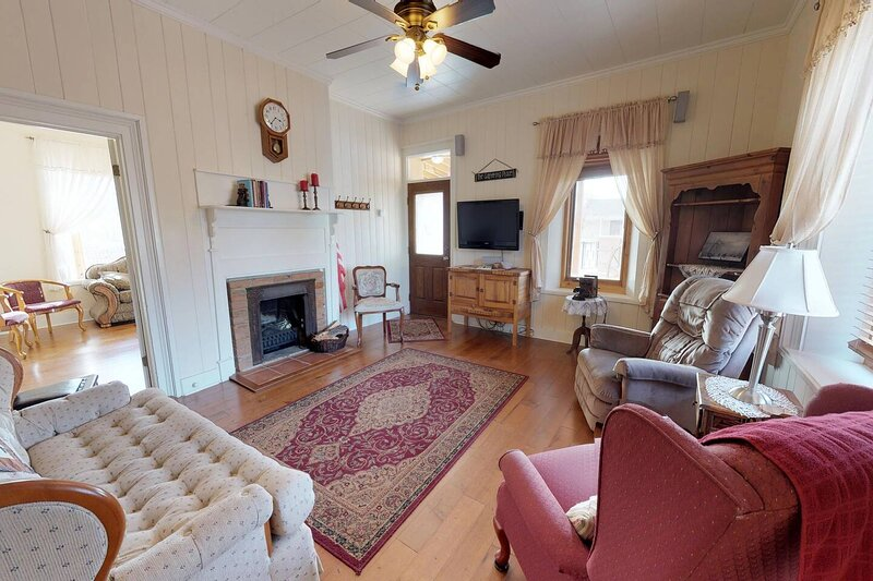 Stunning Rock House located near the Historic Bluff Fort, vacation rental in Bluff