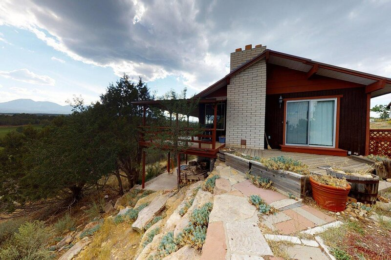 Hideout Ft Abajo 2 BR Cabin, Stunning Views, Secluded!, location de vacances à Monticello