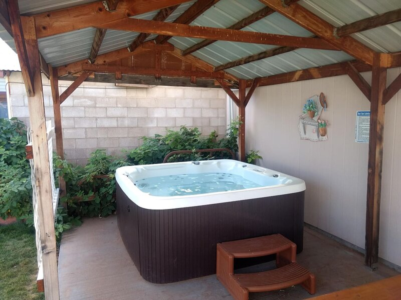 Hot Tub and Grandma's Cottage, Charming and Nostalgic, aluguéis de temporada em Blanding