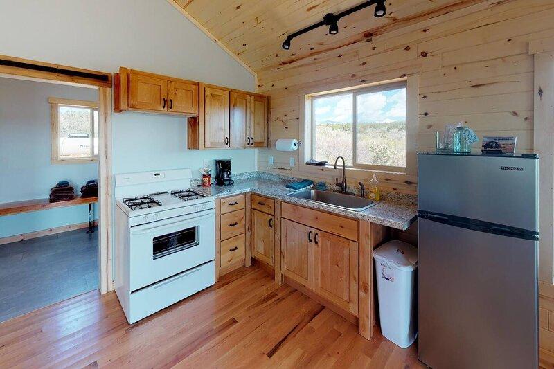 Cabin #5 Roomy One Bedroom Cabin in the Trees, Near Moab Utah, location de vacances à La Sal