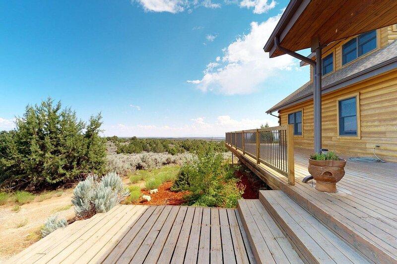 Wrap Around Deck, Mustang Mesa Cabin, aluguéis de temporada em Blanding