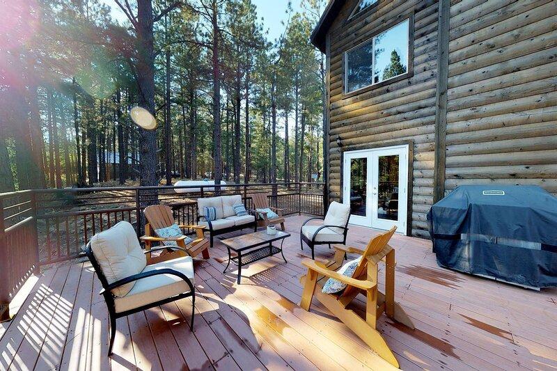 Huge, 4 floors, Lil' Cascade, Large Family Lodge w/ Loft and Game Room, location de vacances à Monticello