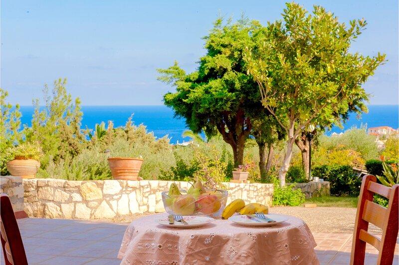Villa Lygaria Crete, vacation rental in Fodhele