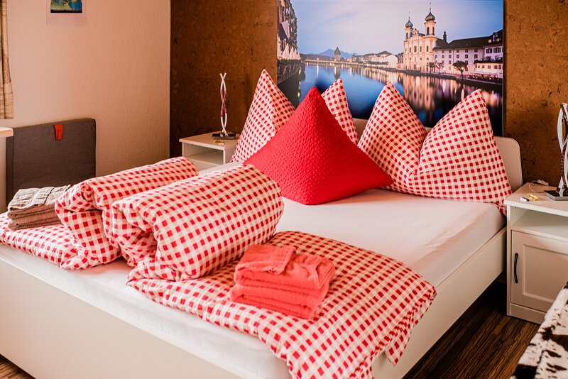 Ruhiges Zimmer Rigi mit TV, holiday rental in Ruswil