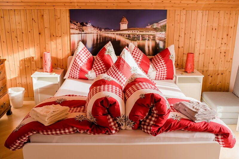 Ruhiges Zimmer mit Balkon, holiday rental in Ruswil