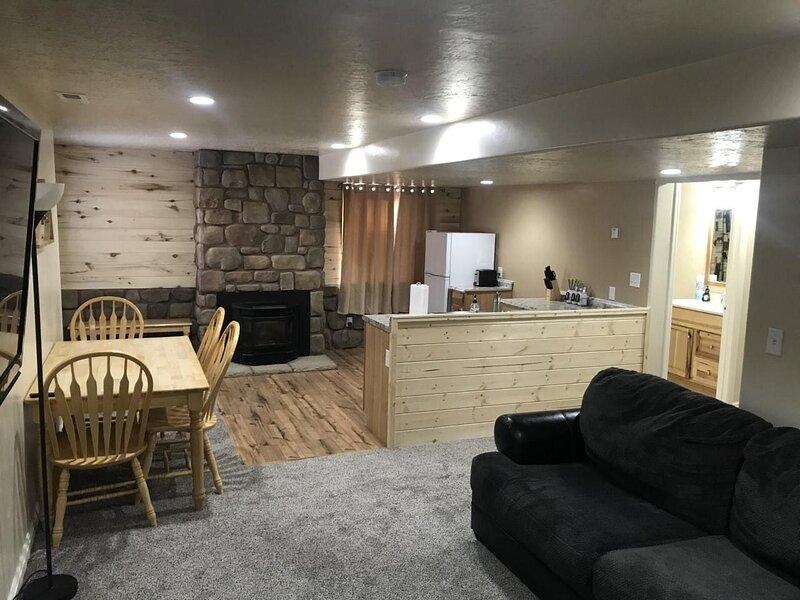 Silverstone Hideout, Full Private Apartment, Central to National Parks, Lower Le, location de vacances à Monticello