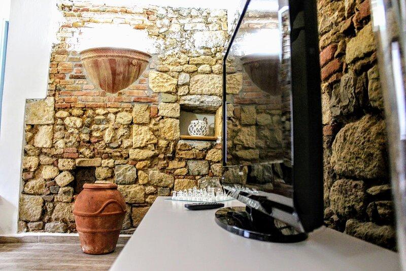 Appartamento panoramico a Rosignano marittimo 4 km dal mare, holiday rental in Malandrone