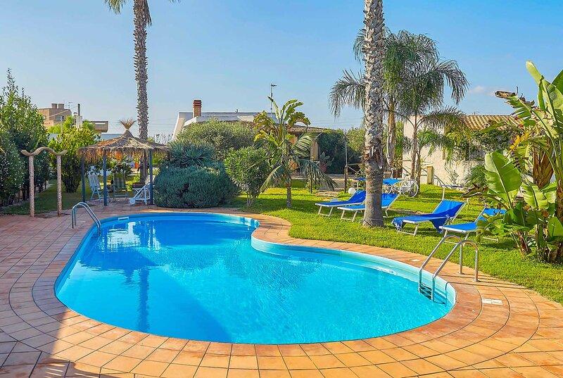 Villa w/ Annex & large pool, alquiler de vacaciones en Lido Signorino