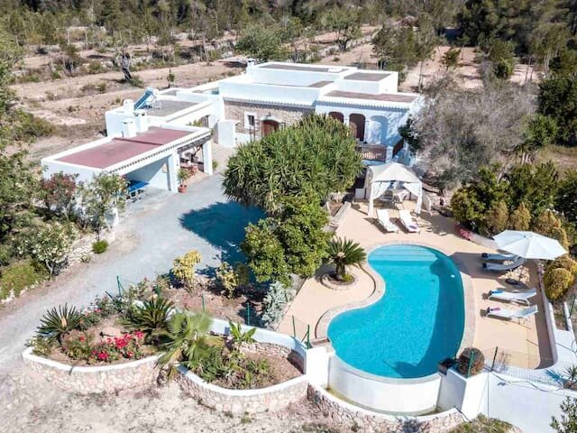 Villa Can Murenu with pool and jacuzzi, holiday rental in Sant Joan de Labritja