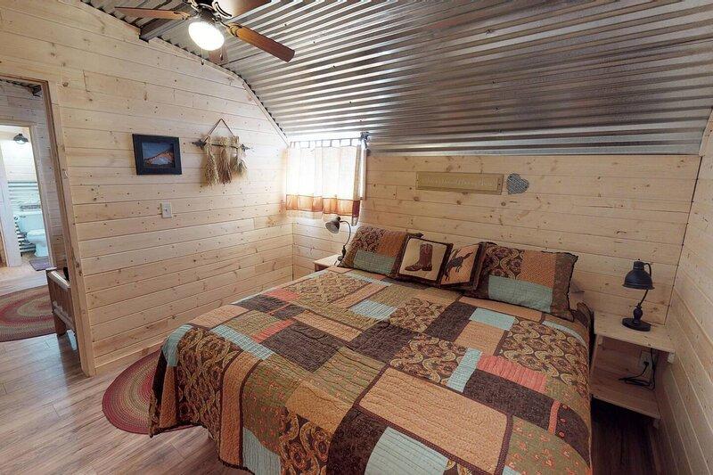 Stunning Duke Barn Cabin Suite, location de vacances à Monticello
