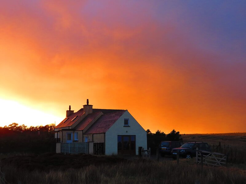 Self catering accommodation with sea view on the Isle of Lewis, holiday rental in Adabroc
