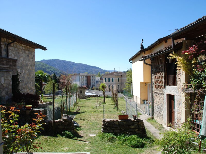 SÜ DA CO, vacation rental in Vernate