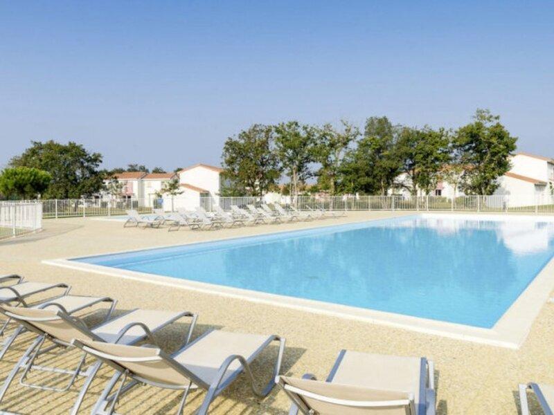 Maison deux chambres dans Village de Vacances avec piscine collective, location de vacances à Poiroux