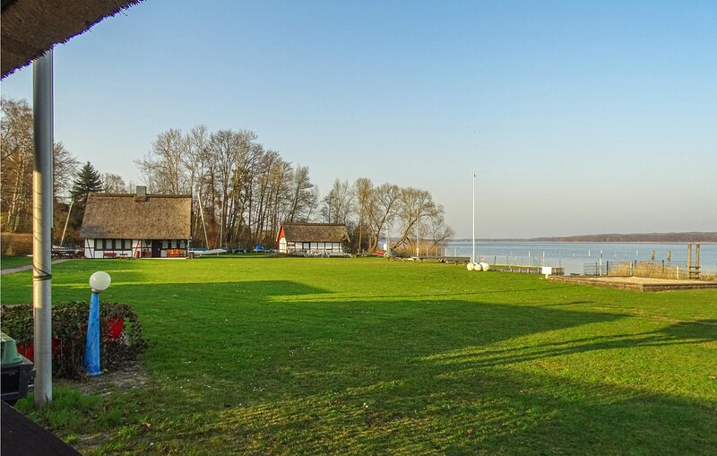 Beautiful home in Pogeez with WiFi and 4 Bedrooms (DSH403), aluguéis de temporada em Ratzeburg