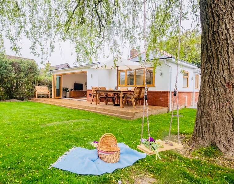 Wonderful Willow Cottage with a Luxe touch – semesterbostad i New Milton