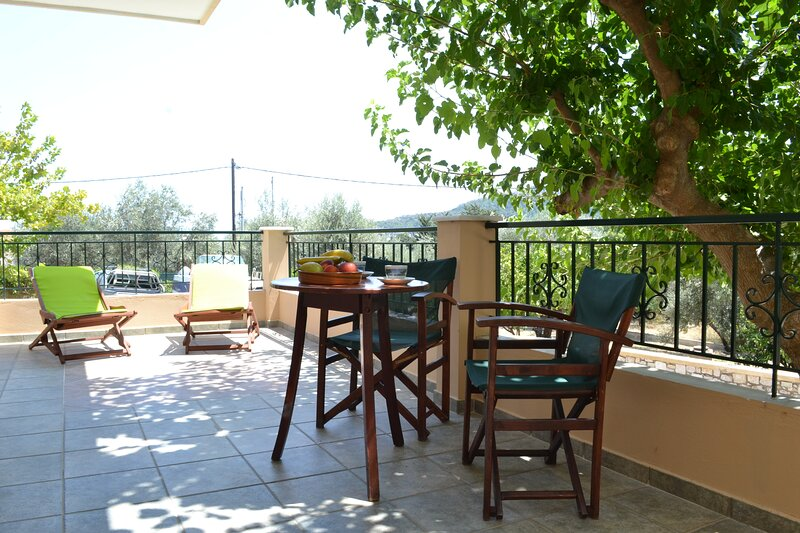 Apartment in Olive Grove, holiday rental in Kalithies