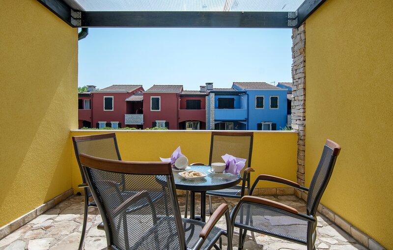 Appartamento Faro2 con due camere, Bašanija vicino al mare, holiday rental in Savudrija