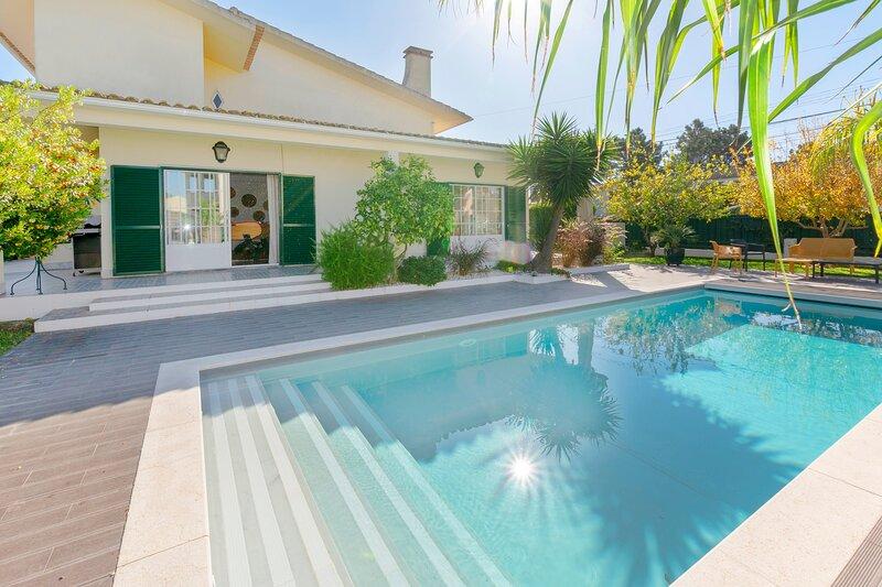 Villa Bravo - New!, casa vacanza a Charneca da Caparica