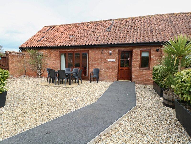 BEECHWOOD, single-storey cottage, four poster, en-suite, in Fakenham, Ref 24285, casa vacanza a North Elmham