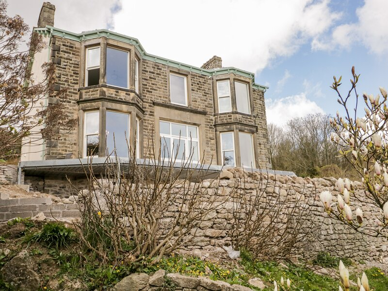 Victoria Mount, Grange-Over-Sands, holiday rental in Low Newton
