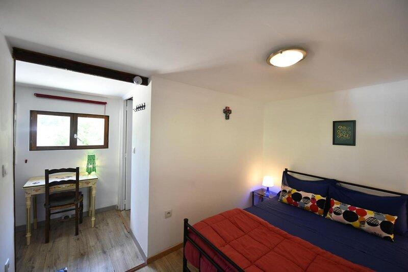 Lamarre aux anges - Double bedroom, holiday rental in La Vineuse